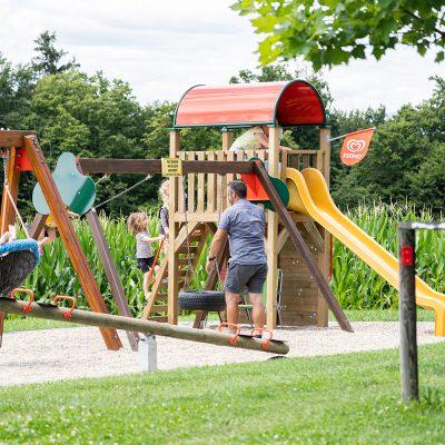 Doppelhutsche, Vogelnesthutsche und Spielturm mit Rutsche