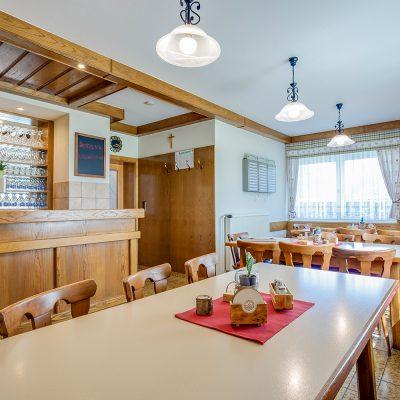 Im Gastzimmer haben 24 Leute Platz