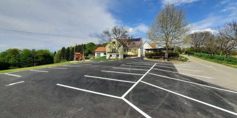 unser neu gestalteter Parkplatz
